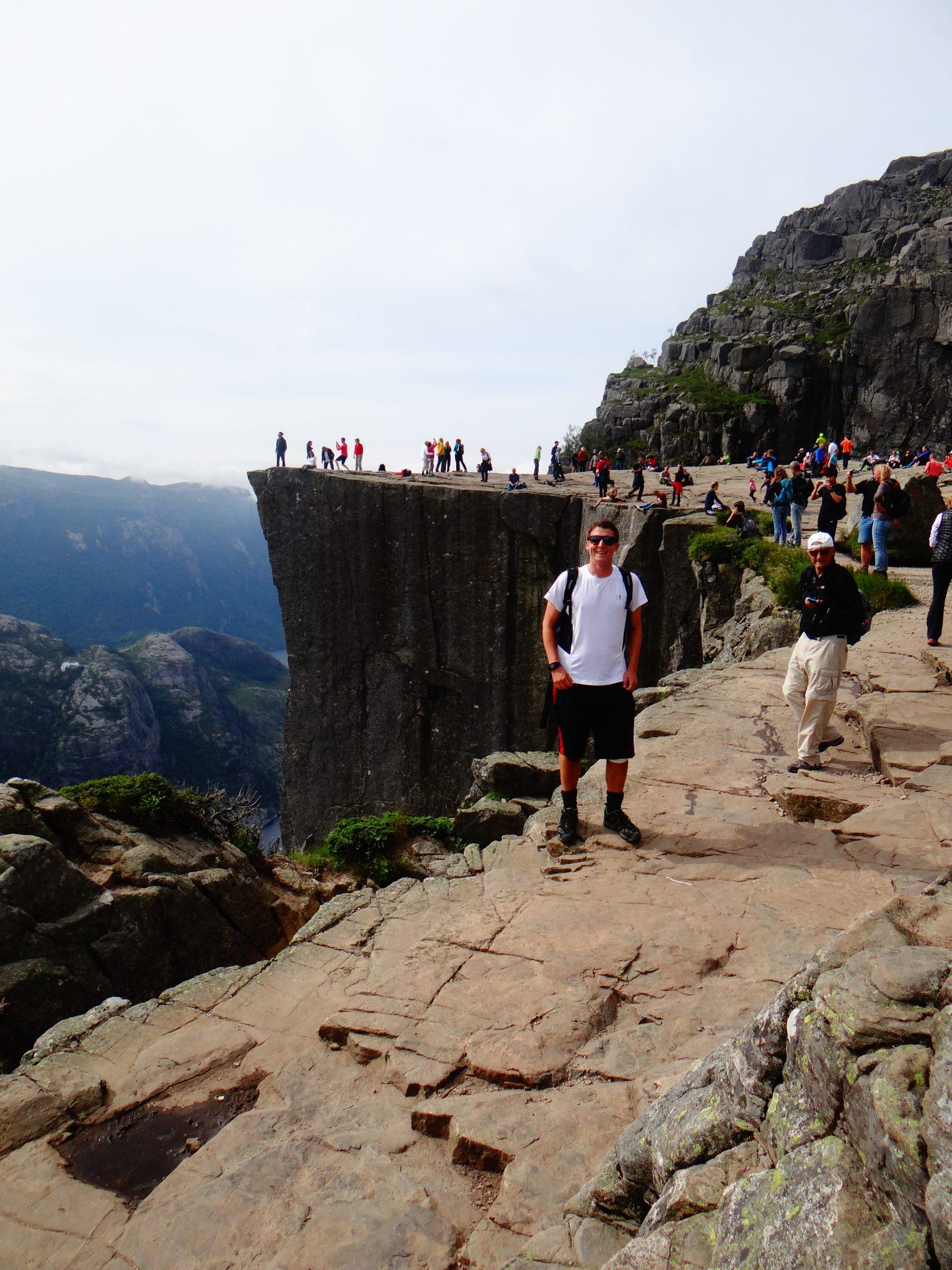 How to hike Preikestolen
